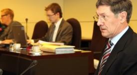 L'abbé Ringlet réconforte la Commission