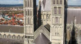 L'Evêché de Tournai engage