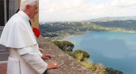 Le pape célèbre la fête de l'Assomption à Castelgandolfo