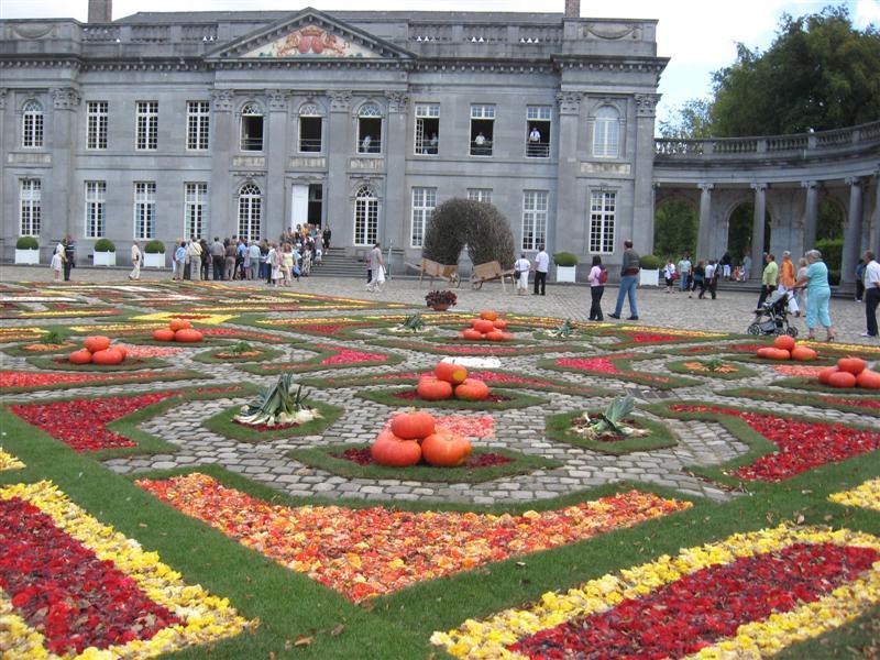 un tapis de fleurs circulaire au ch 226 teau de seneffe le site de l eglise catholique en belgique