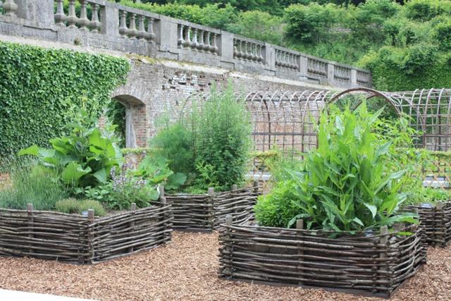 Escapades d 39 t le jardin de l 39 abbaye de villers la ville for Piscine de jardin belgique