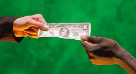 Solidarité : faut-il donner, prêter ou investir ?