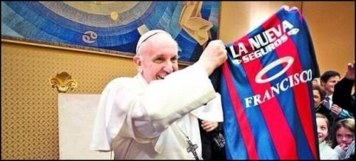 pape Francois foot