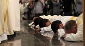 """Un nouveau document du Vatican veut remettre """"au centre"""" la formation sacerdotale"""