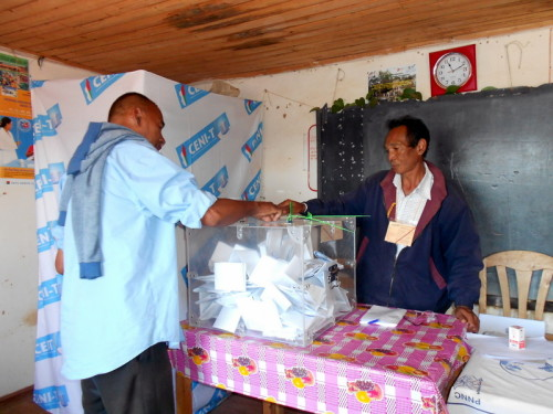 (c)Lakroa - Elections 2013 - Divers 088-001