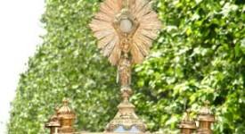 Liège : célébration et procession à l'occasion de la Fête-Dieu