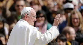 20.000 fiancés fêtent la Saint-Valentin avec le pape