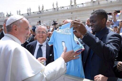 Pape François-foot-louis-saha