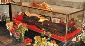 Le cardinal Danneels en visite chez sainte Rita