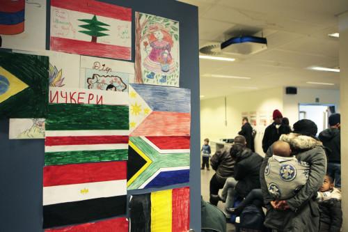 Brussel, 20 december 2010 Onthaal asielzoekers - DVZ Brussel - dienst vreemdelingenzaken. Mensen in de grote wachtzaal. Copyright Dieter Telemans