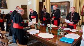 Le Vatican embauchera plus de jeunes et de femmes