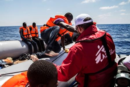 Before starting the rescue, and to avoid incidents, MSF distributes lifejackets. People board on the MSF speedboat and then are taken to the mother ship, Dignity I.