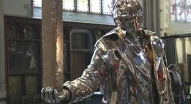 Un bronze de Jan Fabre trône dans la cathédrale d'Anvers