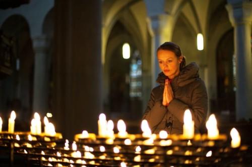 Eglise_priere_bougies