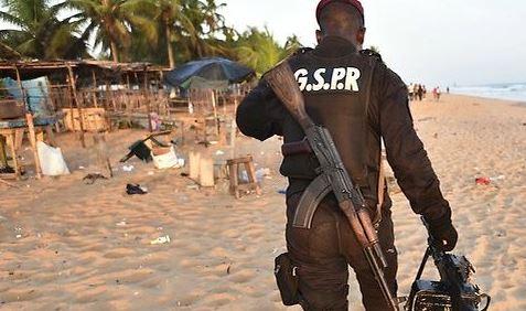 Grand-Bassam-plage-policier