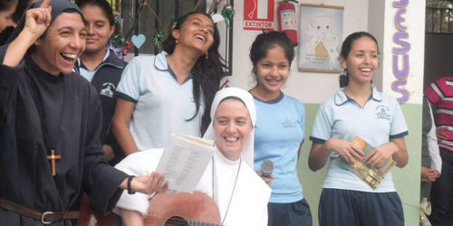 sœurs Siervas del Hogar de la Madre