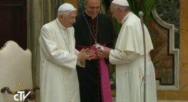 Le pape émérite Benoît XVI fête ses 65 ans de sacerdoce