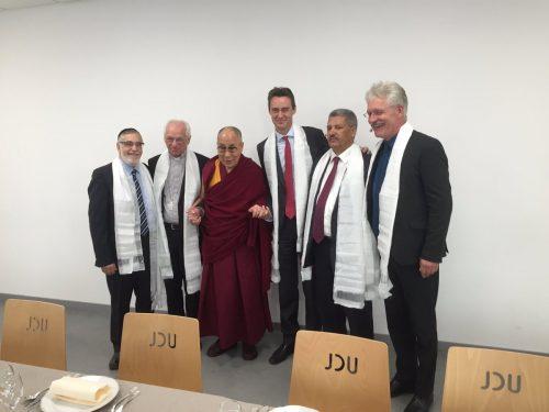 dalai-lama-avec-les-religieux