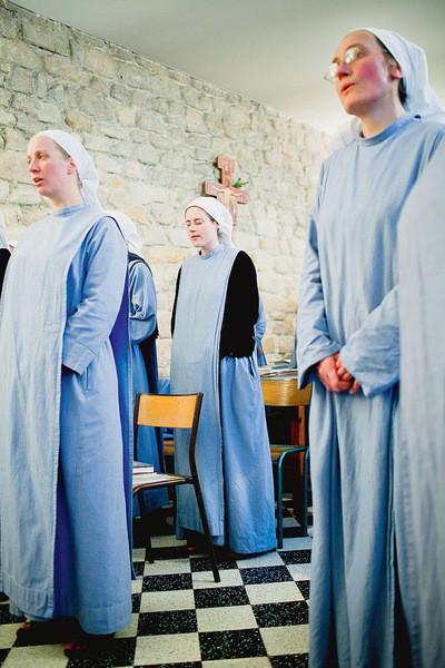 les-soeurs-fraternite-monastique-jerusalem-paris-dans-ensemble-religieuse-beneficie-bonne-image-pour-65-francais_2_730_600