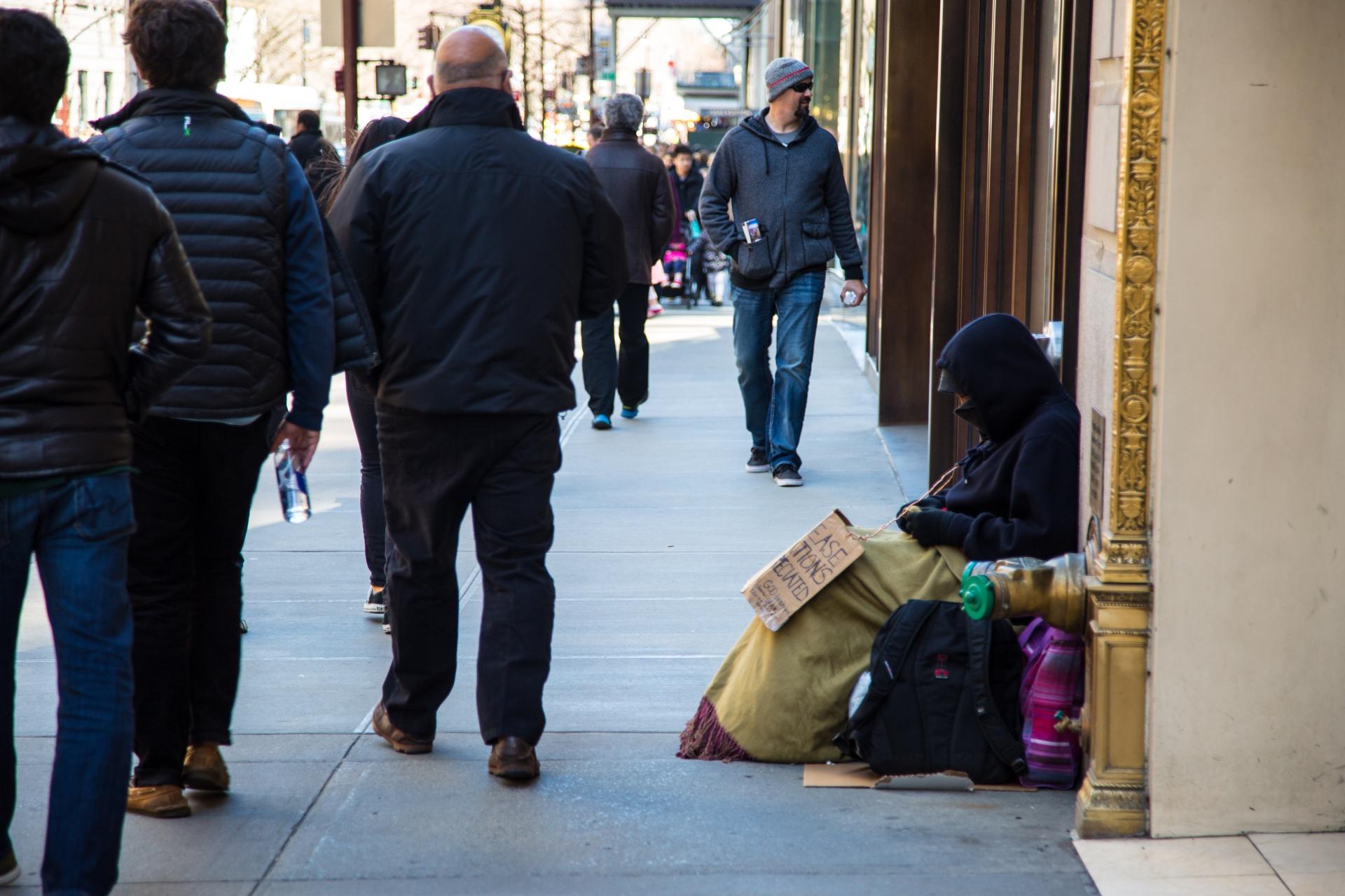 L 39 attention aux pauvres est plus important que l - Les beatitudes une secte aux portes du vatican ...