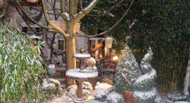 Huy : Le curé accueille au jardin