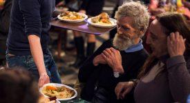 Plus de trois mille invités à la table de Noël