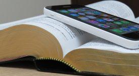Angélus : le Pape invite à prendre soin de la Bible comme de notre téléphone portable