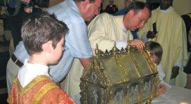 Nouvel autel pour l'église de Thy-le-Château, consacré par l'évêque