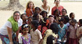 VACANCES SOLIDAIRES (1/2) Développement et scolarité : un travail de fourmis