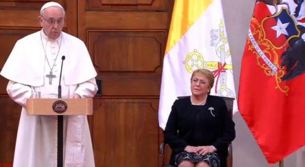 """Chili: le pape demande d'écouter la """"sagesse"""" des peuples autochtones"""