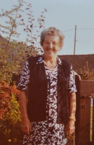 Fête des grand-mères. Une grand-mère catholique du siècle passé - Le ...