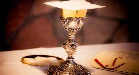 Jésus-Eucharistie: respect et fragilité de l'hostie