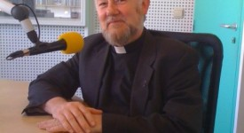 Mgr Jean Kockerols dans le studio de la radio RCF Bruxelles