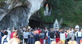 Pèlerinage à la grotte de Lourdes