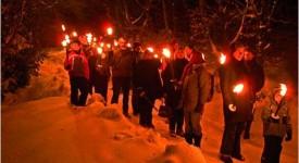 Une marche aux flambeaux dans le village de Maredret