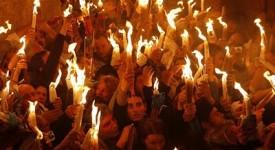 Jérusalem: Les orthodoxes célèbrent le «feu sacré»