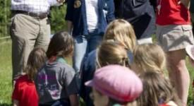 Le Prince Philipe chez les Guides Catholiques