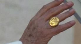 Le pape François a choisi son anneau !