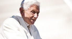 Benoît XVI défend vigoureusement sa décision de démissionner