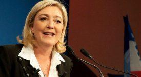 Coup de pub ? Marine Le Pen refuse le voile à Beyrouth