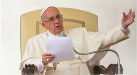 «Etre chrétien, c'est professer la foi en la lumière», affirme le pape à l'audience