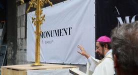 Diocèse de Liège : installation de la croix rénovée sur la cathédrale