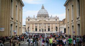 Pèlerinage des membres du Synode vers la basilique Saint-Pierre