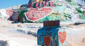 Salvation Mountain : L'amour de Dieu, haut en couleur