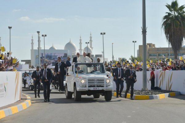 La première messe pontificale dans la péninsule arabe