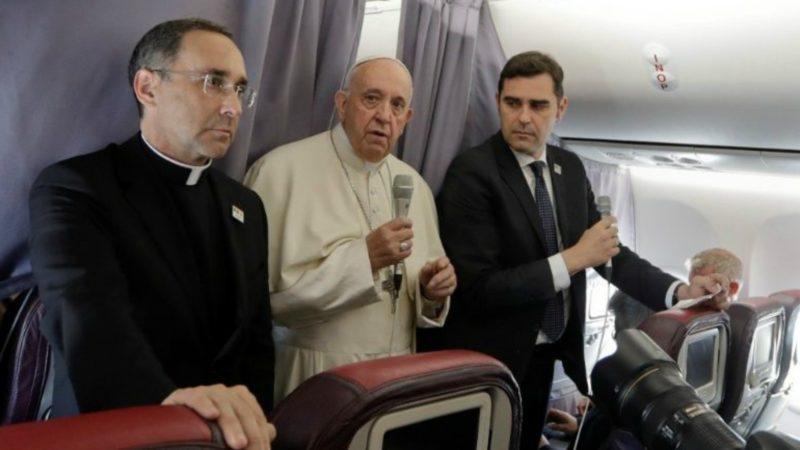 Pape François au retour de Roumanie: Œcuménisme, émigration, Europe