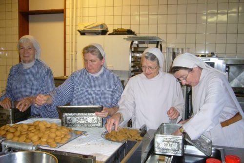 Préparation de biscuits au Monastère de l'Alliance à Rixensart