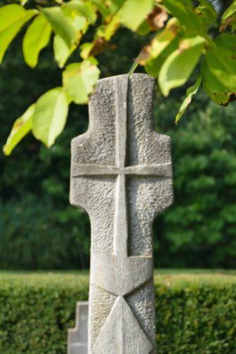 Croix visible dans le jardin du Monastère de l'Alliance à Rixensart