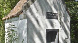 Découvrez la chapelle Notre Dame du Buisson au cœur de la forêt de Stambruges