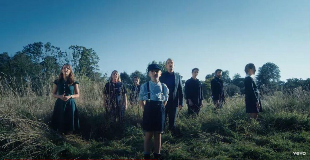 "La famille Lefèvre sort un premier clip ""Cantate Domino"""
